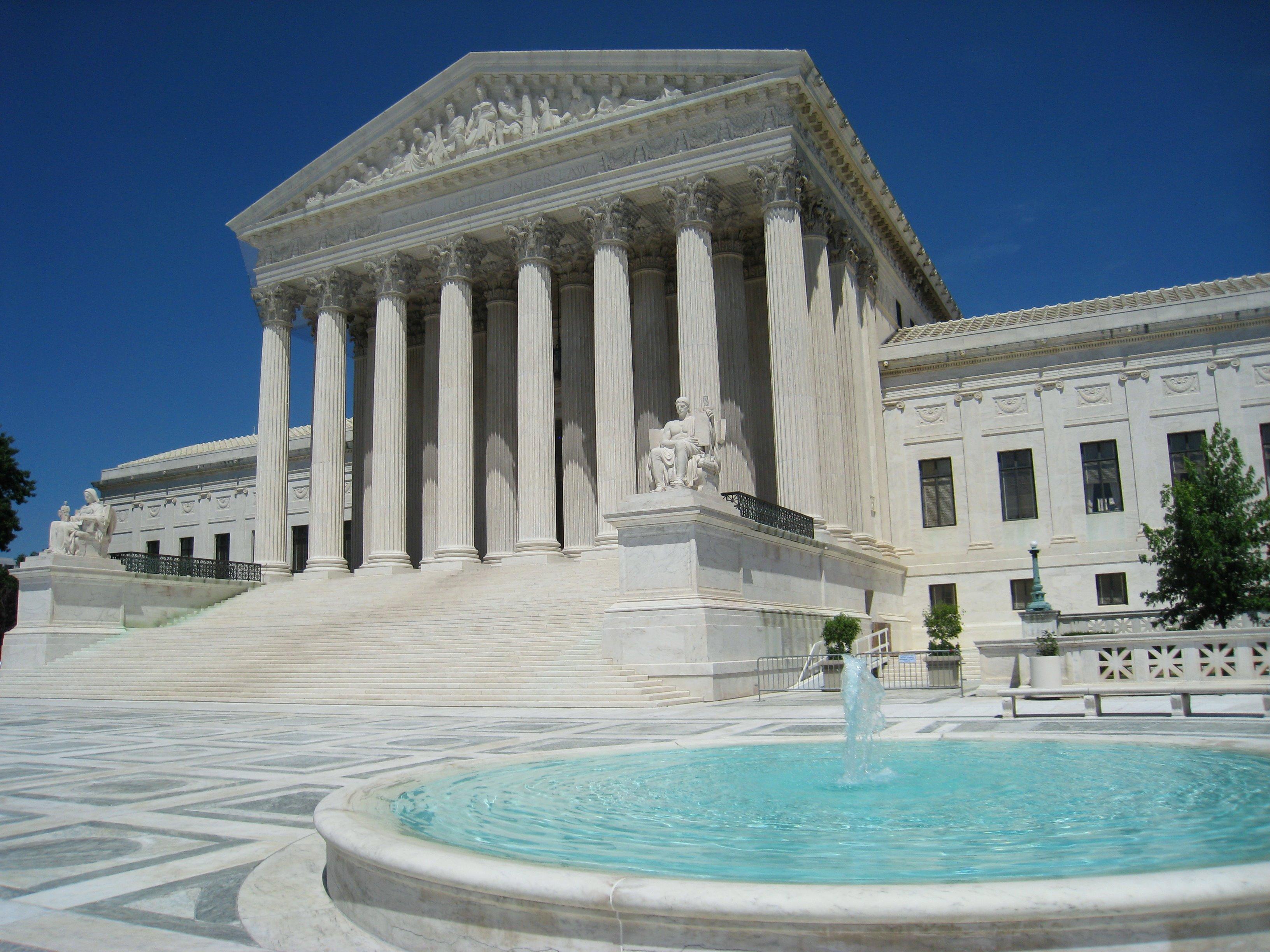 Oblique_facade_3,_US_Supreme_Court